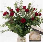 ורדים ורומנטיקה ושרשרת פנינים